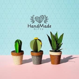Cactus de papel hecho a mano con fondo de macetas