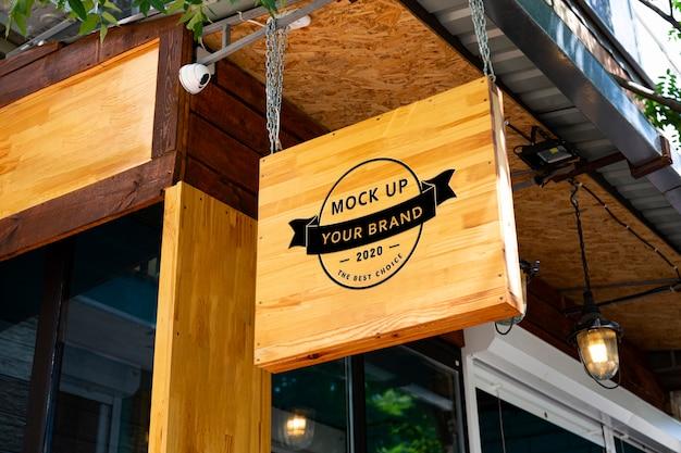 Cafetería de letrero de madera de maqueta