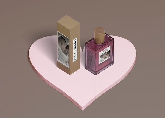 Caja de perfume y frasco en forma de corazón
