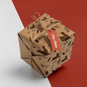 Caja de regalo de navidad de alto ángulo
