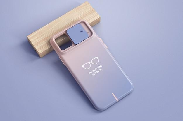 Caja del teléfono con protección de cámara en una maqueta de bloque de madera