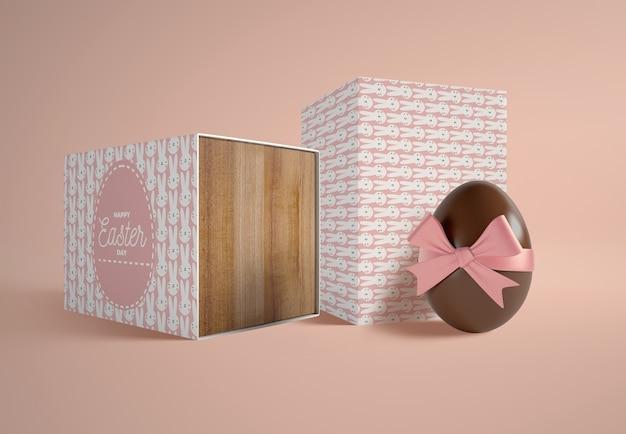 Cajas de alto ángulo con huevos de chocolate PSD gratuito