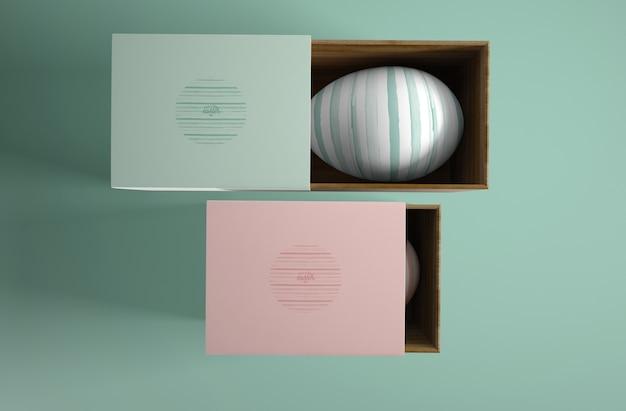 Cajas con huevos pintados para pascua