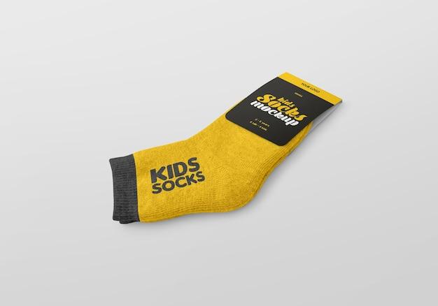Calcetines para niños con maqueta de etiqueta.