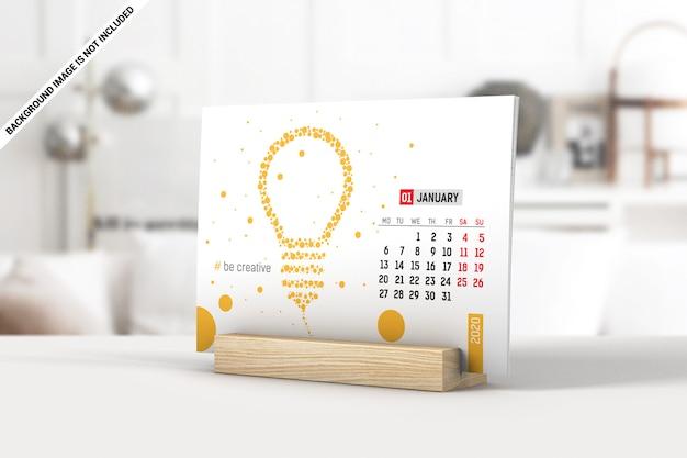 Calendario de escritorio con páginas en una maqueta de soporte de madera