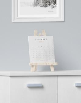 Calendario en soporte de proceso de pintura