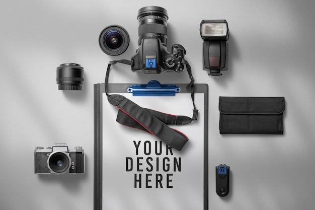 Camera-uitrusting met mockup voor klemborddocumenten