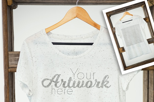 Camiseta blanca en percha