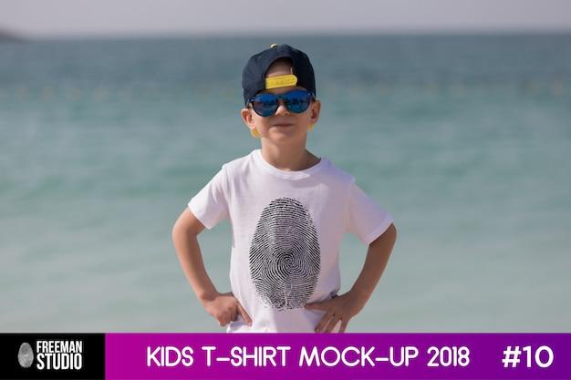 Camiseta para niños maqueta