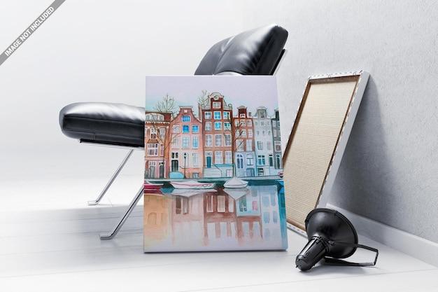 Canvas frame leunend naar de fauteuil mockup