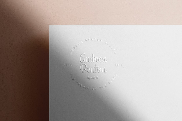 Carta per ombreggiatura in rilievo logo mockup
