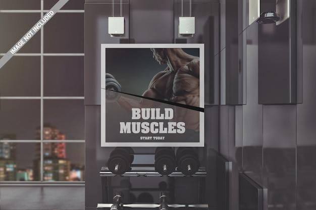 Cartel de pared cuadrado en maqueta de gimnasio moderno.