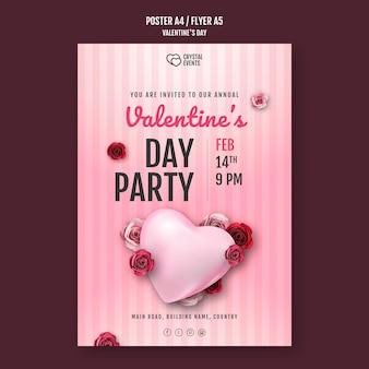 Cartel vertical para el día de san valentín con corazón y rosas rojas.