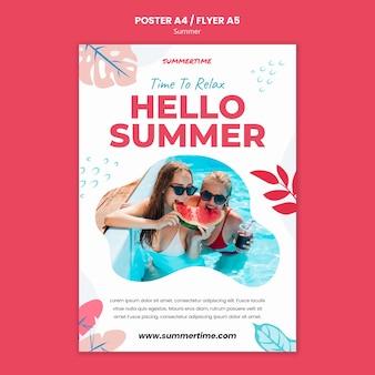 Cartel vertical para la diversión de verano en la piscina.