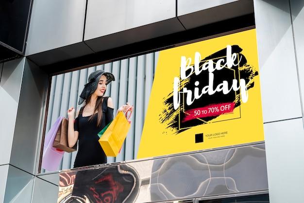 Cartel de viernes negro en el edificio