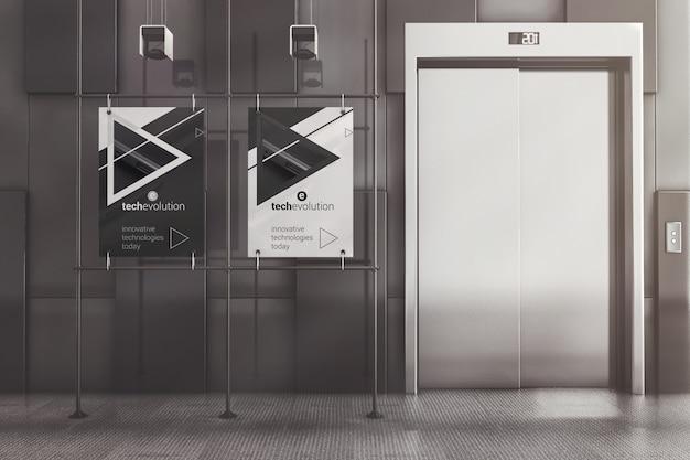 Carteles publicitarios con marco de metal en la maqueta del lobby