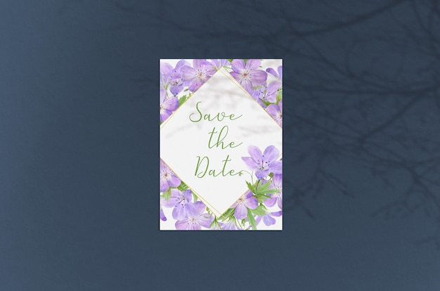 Cartolina d'auguri moderna ed elegante o invito a nozze mock up