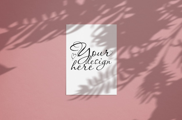 Cartolina d'auguri o invito moderna ed elegante mock up