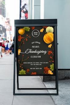 Celebración de acción de gracias con maqueta
