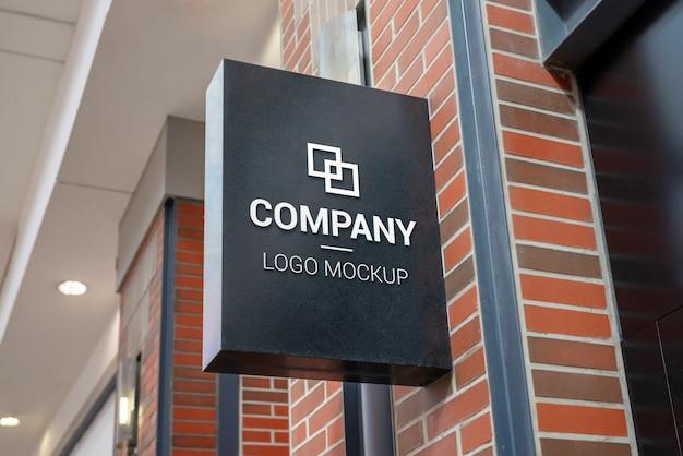 Centro comercial maqueta de señalización de la tienda. forma rectangular vertical, color negro.