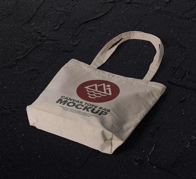 Cerca de la maqueta del logotipo de la bolsa de lona