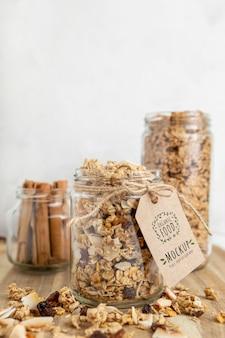 Cereales para el desayuno con maqueta de etiqueta.