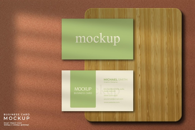 Cerrar maqueta de tarjeta de visita horizontal con madera