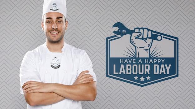 Chef con los brazos cruzados día del trabajo