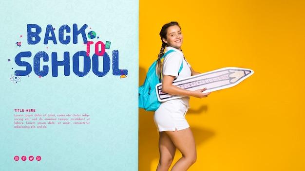 Chica adolescente de lado con lápiz de papel
