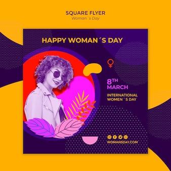 Chica con gafas de sol flyer cuadrado del día de la mujer