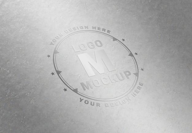 Chrome logo mockup op metalen plaat