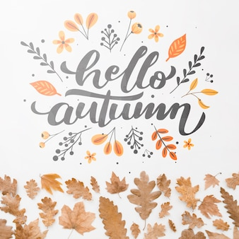Ciao citazione d'autunno con foglie marroni