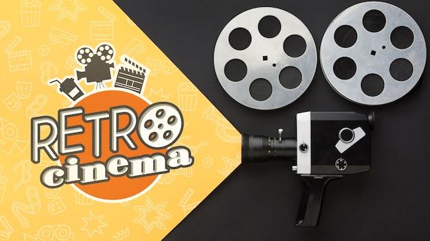 Cine retro con cámara vintage y película