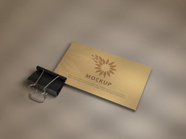 Clip de papel con maqueta de tarjeta de visita