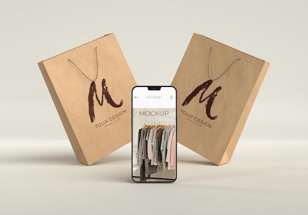 Close-up op boodschappentas met mockup voor digitaal apparaat