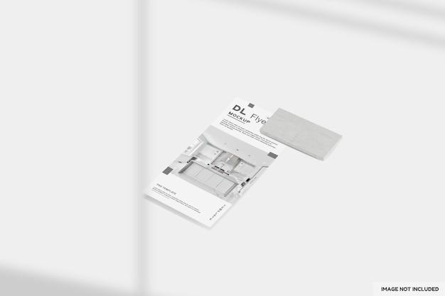 Close-up op dl flyer mockup-ontwerp