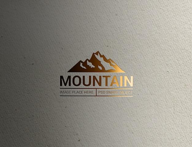 Close-up op lighting mountain logo mockup