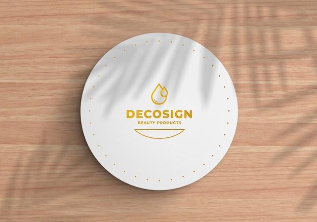 Close-up op logo mockup op een ronde kartonnen doos