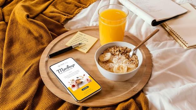 Close-up op ontbijt op bed mockup