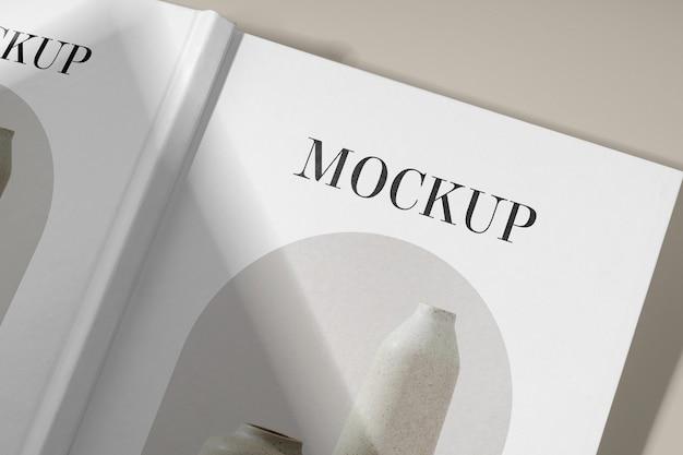 Close-up op studio artbook mockup