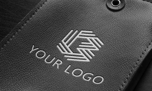 Close-up op zwart lederen logo mockup-ontwerp
