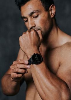 Close-up van een smartwatch-mockup