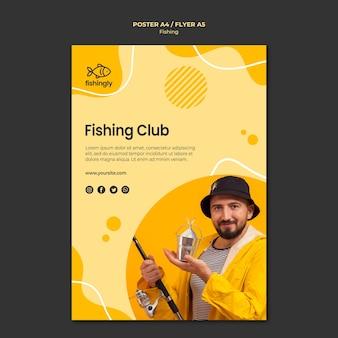 Club de pesca hombre en abrigo de pesca amarillo