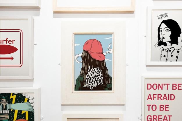 Colección de ilustraciones inspiradoras en una pared