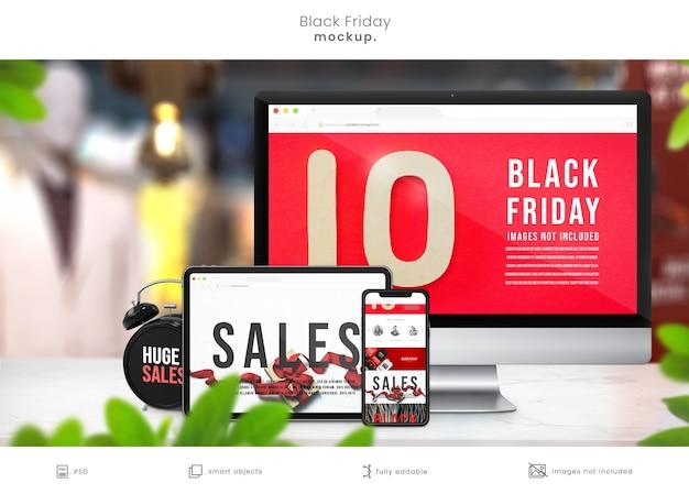 Colección de maquetas de dispositivos electrónicos en la mesa de la tienda para las ventas del viernes negro