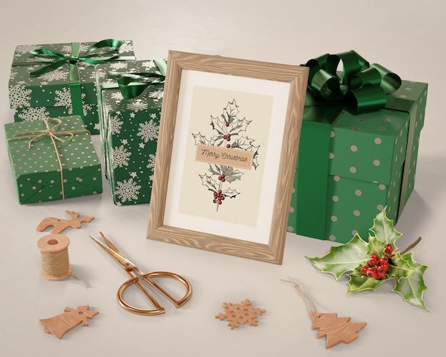 Colección de regalos alrededor de pintura para navidad