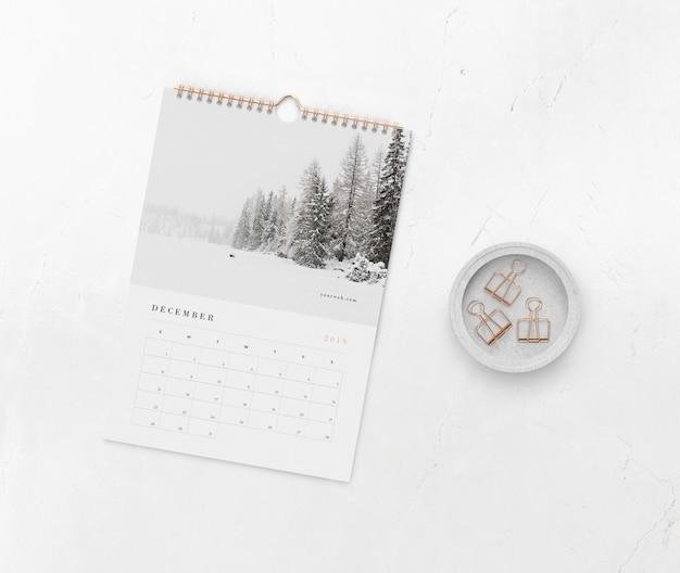 Collegamento a spirale del libro per il mock-up del calendario