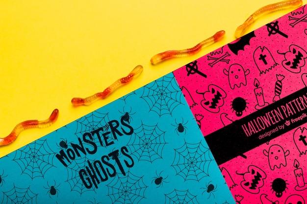 Colorido concepto de halloween con gusanos gomosos