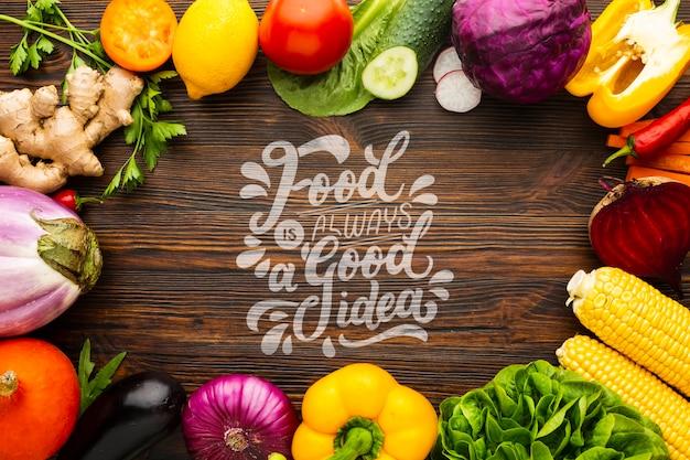 La comida es buena idea maqueta con marco hecho de deliciosas verduras frescas
