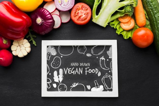 Comida vegana con vegetales orgánicos.